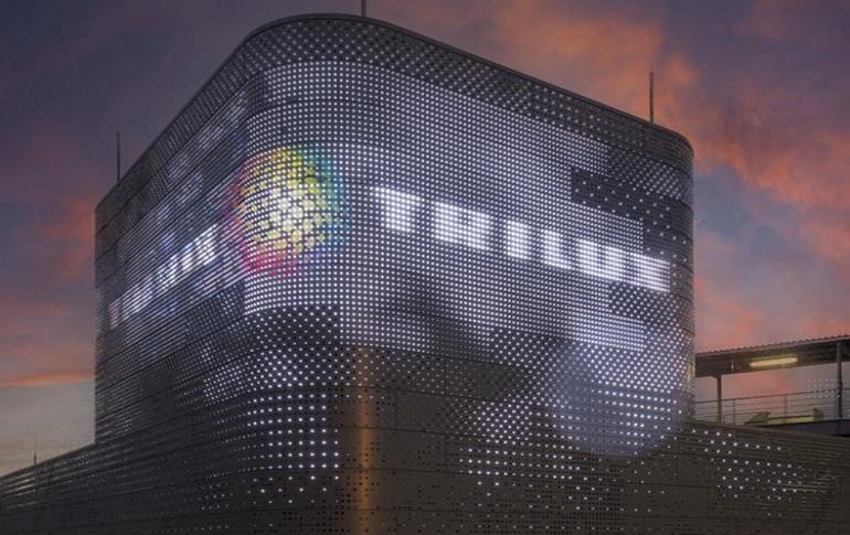 TRILUX colabora con Carl Stahl para crear fachadas LED controladas por DMX