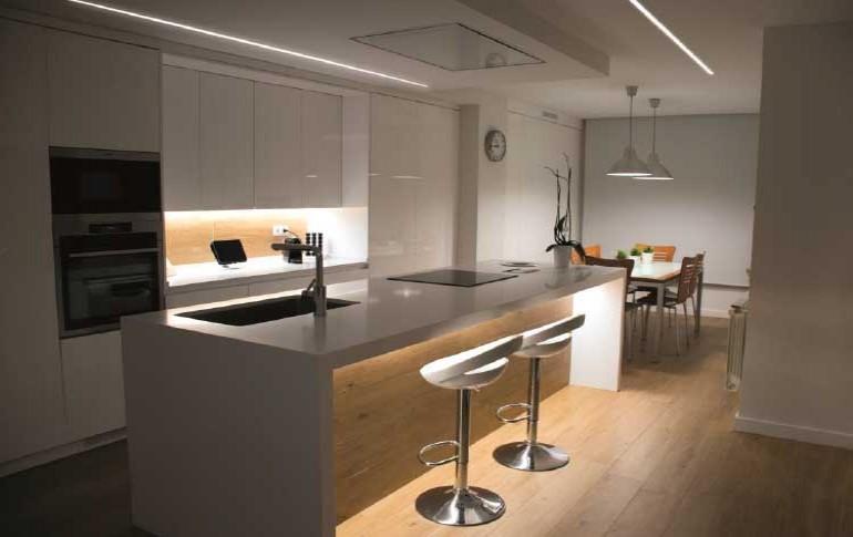Personaliza y da estilo a tu cocina con las tiras LED de Threeline